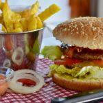 バーガーキングが植物性バーガーを通常の肉と同じグリルで調理したとしてビーガンに訴えられる